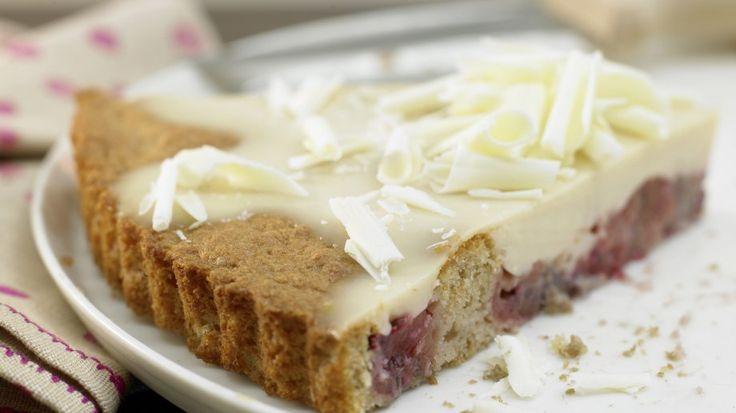 Kuchengenuss ohne Reue – dank Buttermilch und Dinkelteig: Stachelbeer-Zitronen-Tarte mit saurer Sahne | http://eatsmarter.de/rezepte/stachelbeer-zitronen-tarte