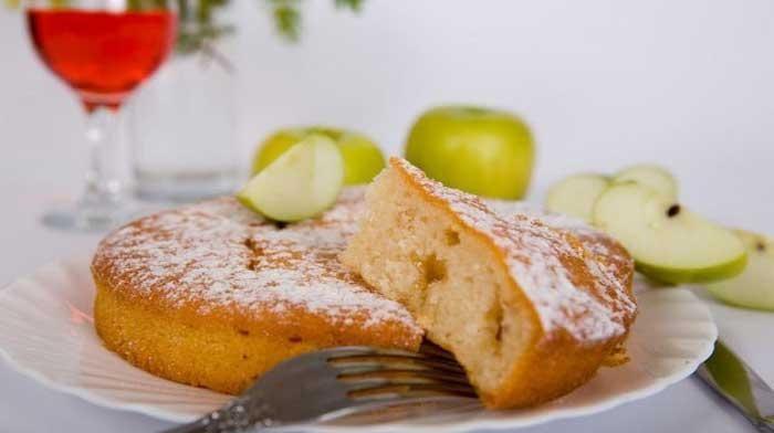 Всего за полчаса вы приготовите вкуснейший диетический пирог, который будет таять во рту. Приглашайте так же худеющих подружек и принимайтесь за дело!