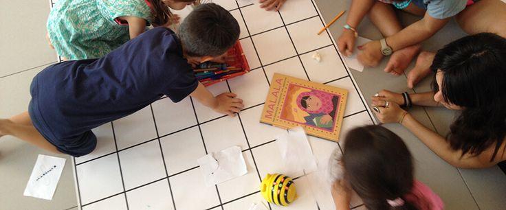 coding boboto - bambini che giocano con bee-bot