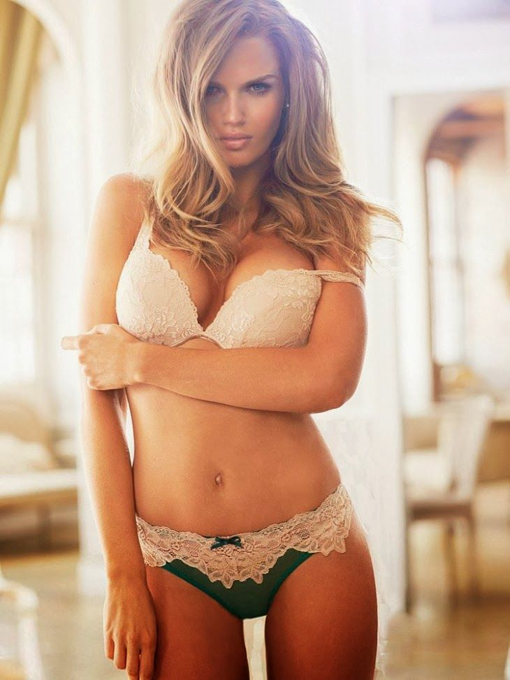 Hottie of the Day: Voluptuous Rachel Mortenson