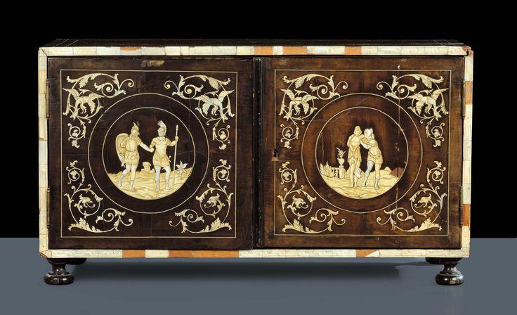 Stipo monetiere in legno ebanizzato con intarsi in avorio, fine XVIII secolo