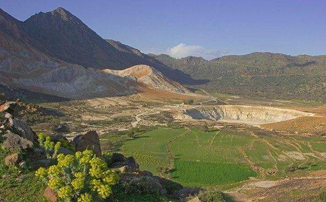 Η θέα στο ηφαίστειο από το μοναστήρι του Σταυρού #Greece http://diakopes.in.gr/trip-ideas/article/?aid=210358