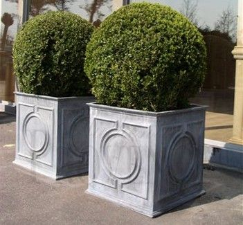 quare lead planter with a classic English decorative Georgian III pattern on all sides, available in different sizes.