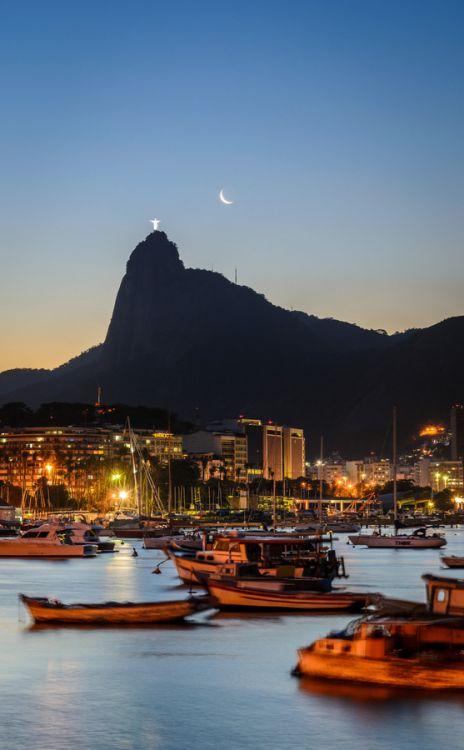 Entardecer na cidade maravilhosa, Rio de Janeiro, capital do estado do Rio de Janeiro, Brasil.