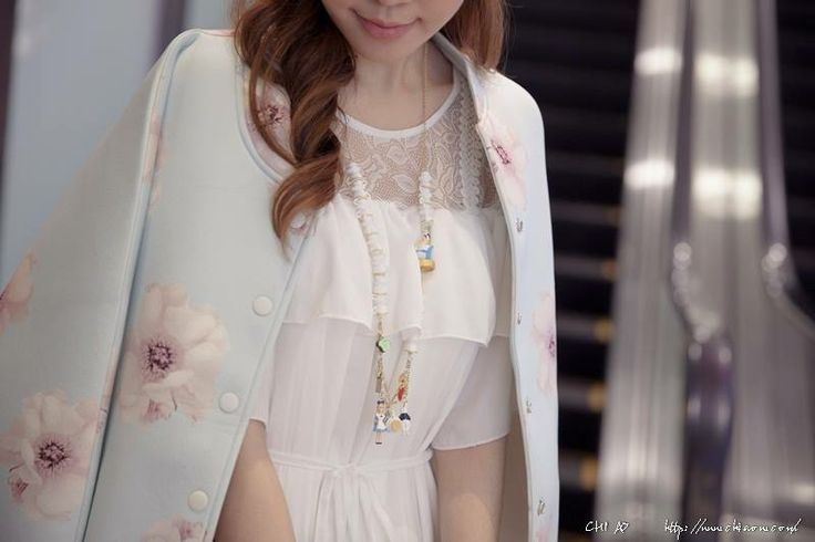 The famous Taiwanese blogger Chiao wears N2 jewellery. Have a look at her photos taken at an event organized in Les Néréides shop in Taiwan: http://www.chiaow.com/8640-lesnereides/
