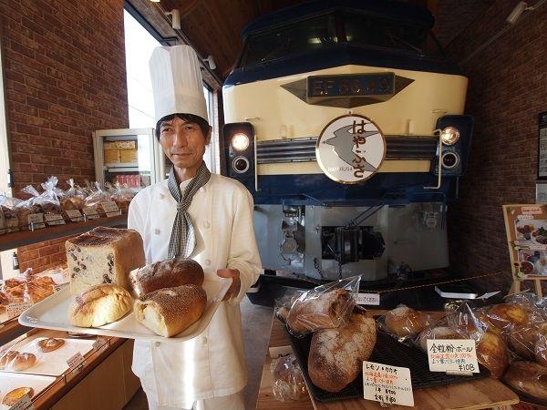 【京都】命がけで店内に機関車を置いたパン屋さん「パン・オ・セーグル」