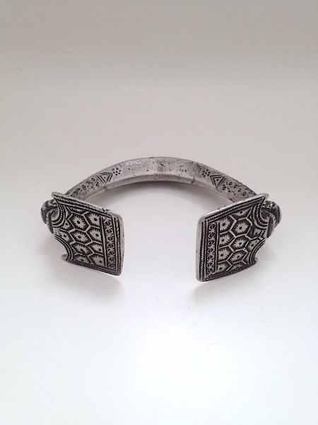 Pakistan, Sindh Province, Sindhi people. Anklet, 1st half 20th century. Silver alloy, 4 7:8 inches wide.
