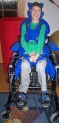 """Fundacja Na Rzecz Osób Niewidomych i Niepełnosprawnych """"Pomóż i Ty"""" zaprasza do corocznej akcji charytatywnej """"SZKOŁO POMÓŻ I TY"""" wszystkie Szkoły podstawowe, gimnazjalne i średnie.  Każdej zainteresowanej Szkole przesyłamy na początku roku szkolnego pakiet startowy cegiełek – pomocy naukowych. Każda osoba związana ze szkołą może się przyłączyć do Akcji i poprzez dystrybucję wśród uczniów naszych cegiełek pomóc podopiecznym Fundacji. Akcja trwa co roku od początku września do połowy czerwca…"""