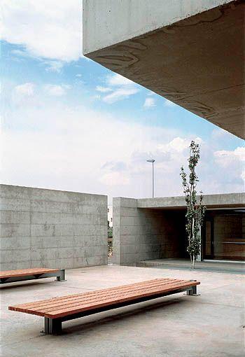 Ubicación: Alicante, España Arquitecto: Javier García Solera Obra: Aulario III, Universidad de Alicante Año : 2000 Localización Est...