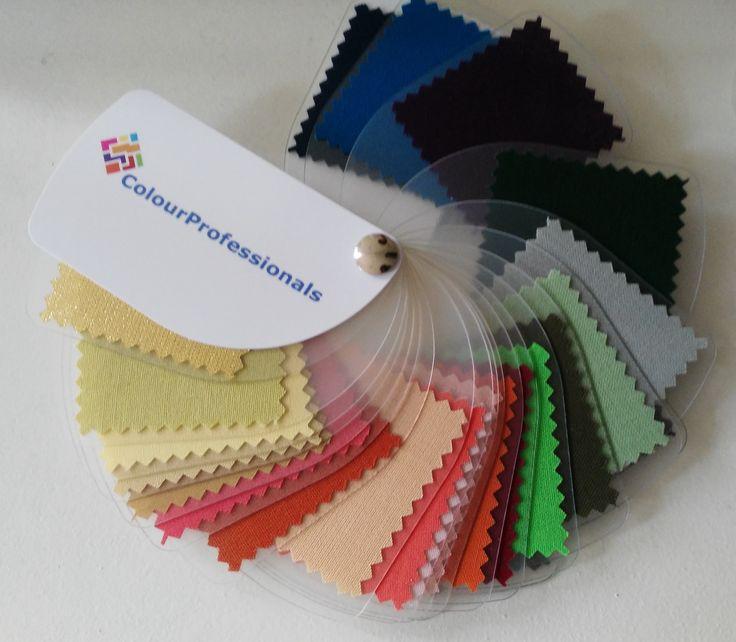 Na een kleurenanalyse kan het voorkomen dat er kleuren in jouw kast hangen, die niet in jouw kleurenwaaier zitten. Uiteraard kun je ze dan nog wel dragen.