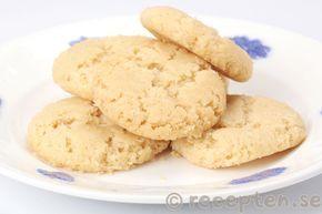 Recept på Drömmar. Goda och enkla spröda små kakor som smälter i munnen. Klassiska småkakor.