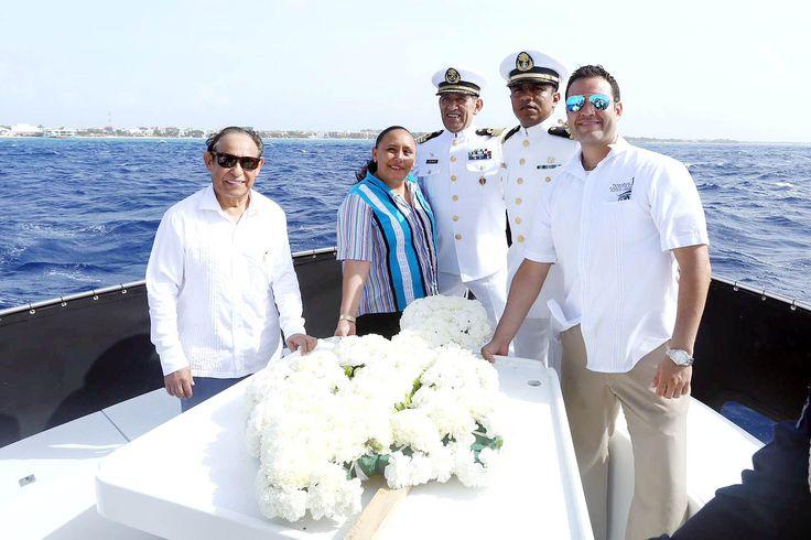 En la conmemoración del LXXV Aniversario del Día de la Marina Nacional, la Presidenta Municipal de Solidaridad, Cristina Torres Gómez, hizo un reconocimiento a la labor de los marinos durante la colocación de la ofrenda floral en el mar, así como el izamiento de la bandera de México en la Estación Naval de la Secretaría…