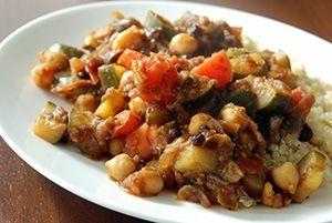 Heerlijk en gezond quinoa recept met kip. Met noten, biologische kipfilet en verse groenten is dit recept van quinoa met kip helemaal compleet. Lees verder