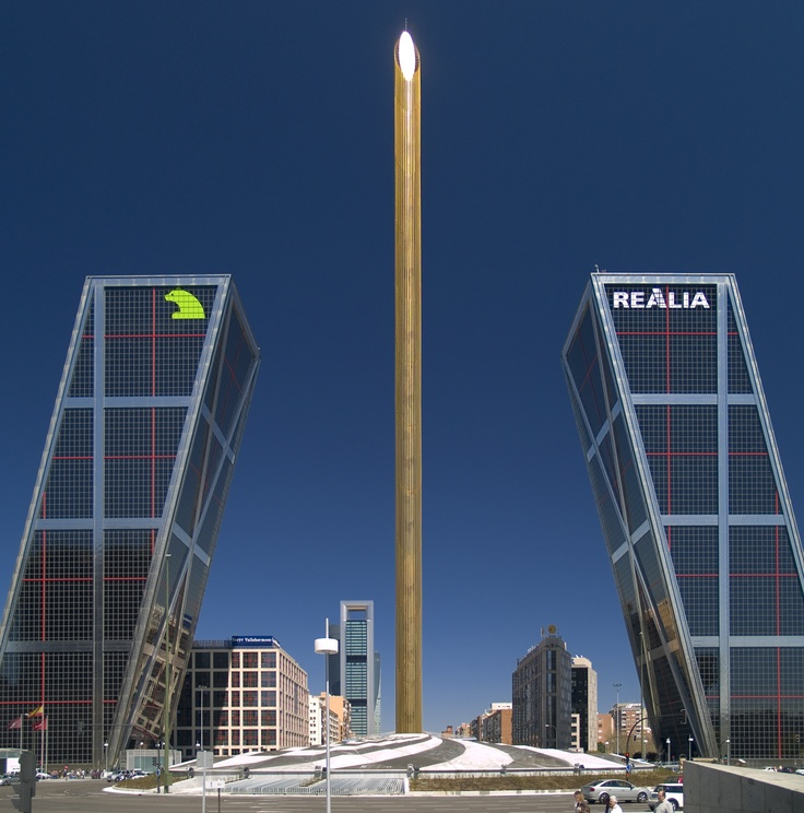 Puerta de europa madrid torres de la plaza castilla mi - Torres kio arquitecto ...