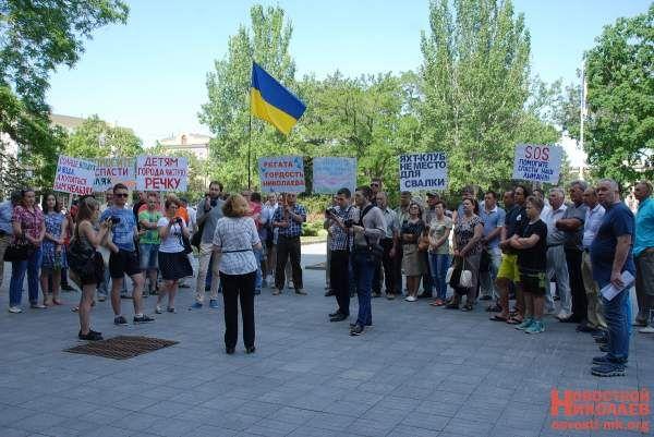 В Николаеве протестующие пригрозили «ответить» на загрязнение акватории Южного Буга  http://novosti-mk.org/events/5902-v-nikolaeve-protestuyuschie-prigrozili-otvetit-na-zagryaznenie-akvatorii-yuzhnogo-buga.html  В четверг, 1 июня, на площадке перед входом в Николаевскую ОГА состоялся митинг, в ходе которого жители потребовали от властей области немедленно прекратить дноуглубительные работы в акватории Южного Буга.  #Николаев #Nikolaev {{AutoHashTags}}
