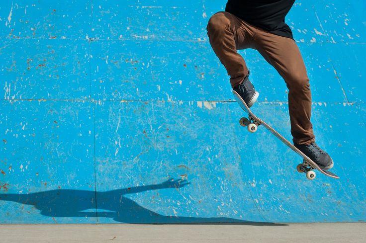 Vans Pabrik sepatu yang didirikan pada tahun 1966 oleh pendirinya Paul van Doren ini memang sudah sedari awal hanya memproduksi sepatu yang didesain khusus untuk para skater. Toko pertama Vans dibuka di California dan sejak itulah merek sepatu ini menjadi pilihan utama para skater saat ingin membeli sepatu skate. Mereka yang sudah pernah memakai Vans …