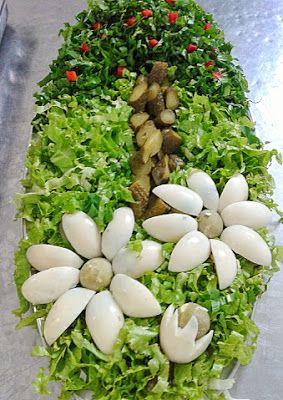 SALADAS DECORADAS: Salada de alface americana cortada em tiras, rúcul...