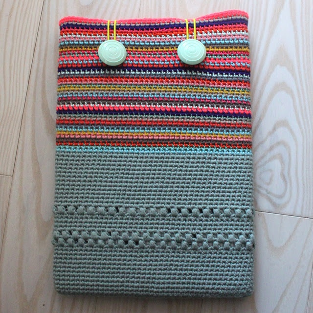 "Crochet MacBook Sleeve 13""- Pattern by Lutter Idyl  Written in Norwegian but copy and paste the text in Google translate..."