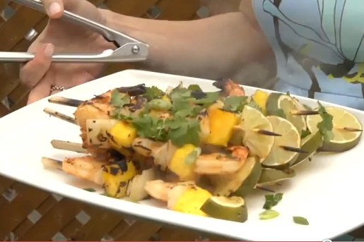 Summer will be here before you know it!  Add this Chipotle Shrimp, Mango and Sweet Onion Kebabs to your recipe book. Thanks @Le Gourmet TV  http://www.ifood.tv/recipe/chipotle-shrimp-mango-sweet-onion-kabobsKabobs, Onions Kebabs, Sweets Onions, Shrimp Kebabs, Chipotle Shrimp, Kebabs Recipe, Chipotle Barbecues, Mango, Recipe Book
