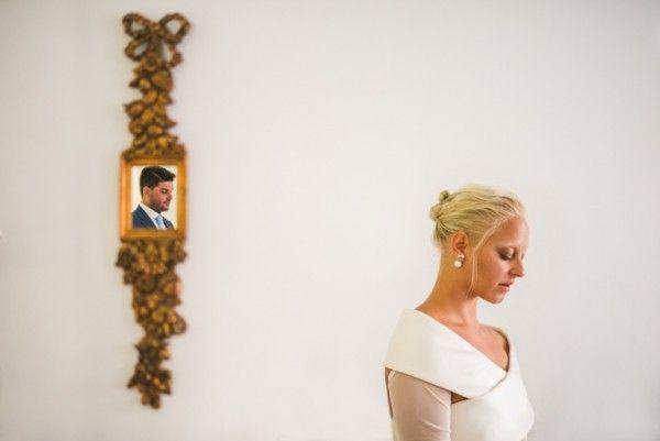 A fashion savvy bride in Santorini | Image by Sam Hurd | Stella And Moscha Exclusive Greek Island Weddings  #weddingportrait #santoriniphotographer #santoriniwedding #santoriniflorist #stellaandmoscha #santoriniweddingplanner