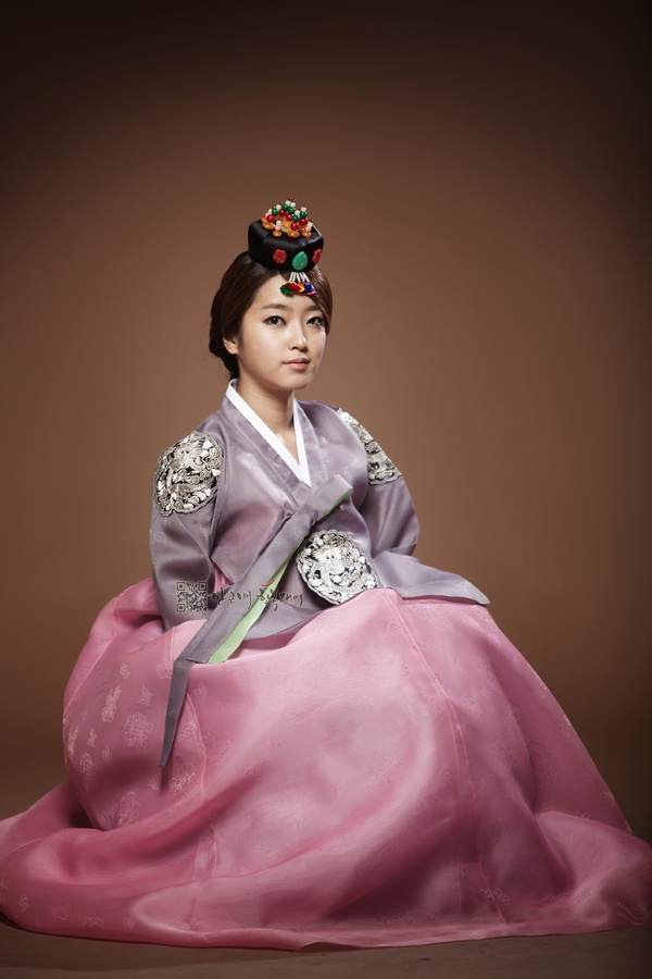 Traditional Hanbok for Women, Korea Love the dress but not so sure on the headress,lol
