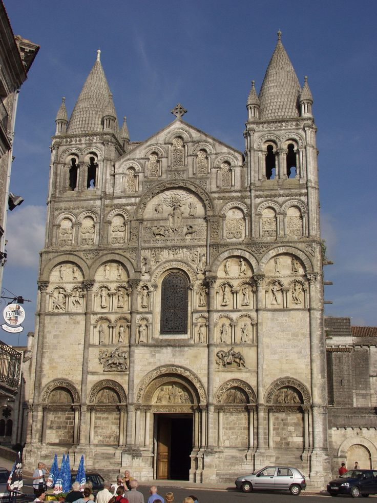 Romanesque architecture france angoul me cathedral for Architecture romane