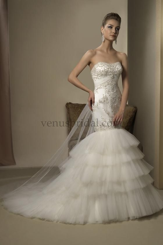 33 best unique wedding gowns images on pinterest wedding for Unique wedding dress styles