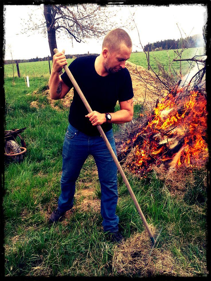 Bez parťáka, který udržuje oheň to nejde :)