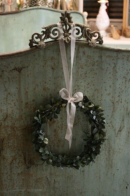ZsaZsa Bellagio: It's So Glamorous: Christmas Wreaths, Shabby Chic, Metals Beds, Country Decor, French Country, Minis Boxwood, Simple Wreaths, Boxwood Wreaths, Industrial Revolution