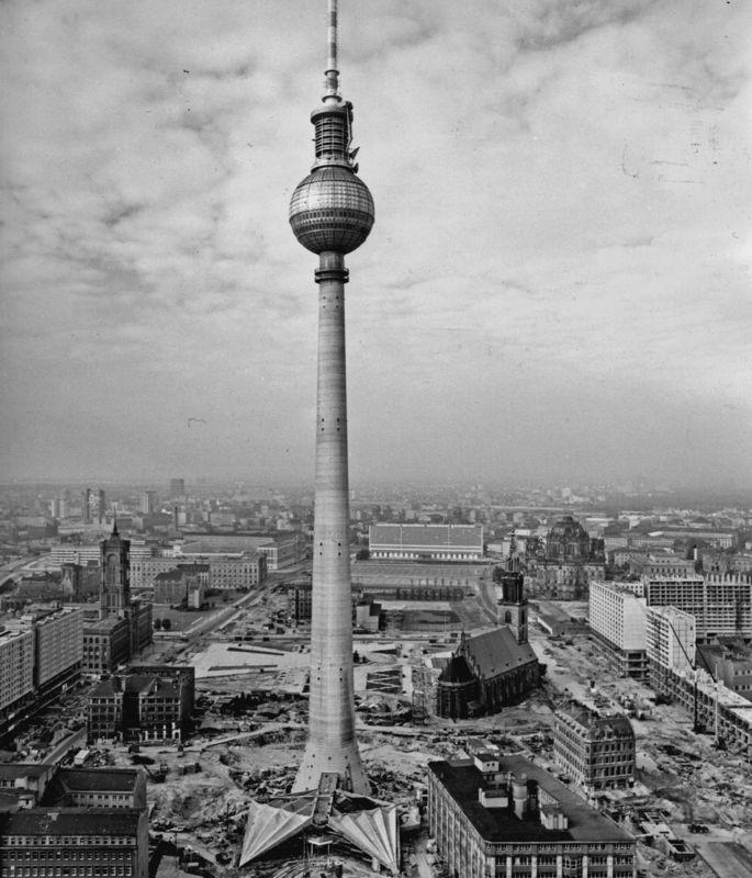 construction of the East Berlin Fernsehturm at Alexanderplatz ...