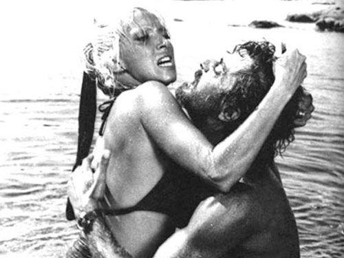 """Mariangela Melato & Giancarlo Giannini """"Travolti da un insolito destino nell'azzurro mare di agosto """" Movie by Lina Wertmüller"""
