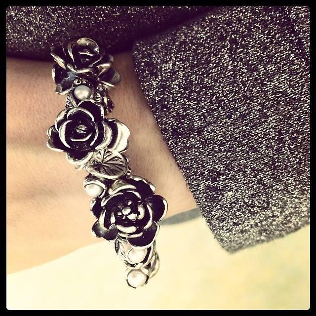 A bouquet of June Roses on your wrist! So feminine!  #OrderTrollbeads #Trollbeads