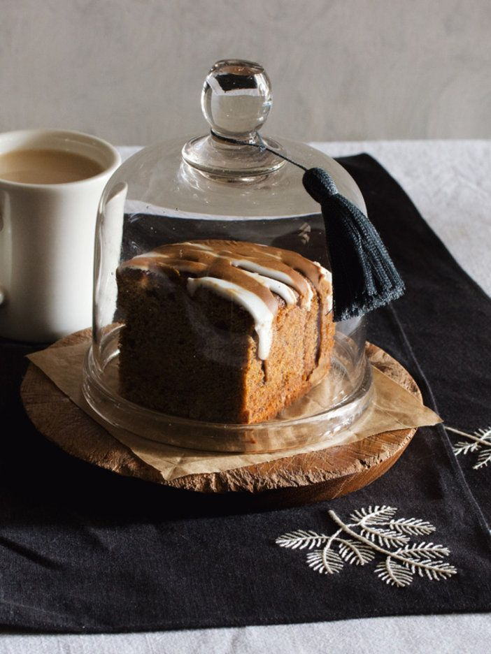 2色のアイシングでシンプルケーキをおめかし|『ELLE a table』はおしゃれで簡単なレシピが満載!