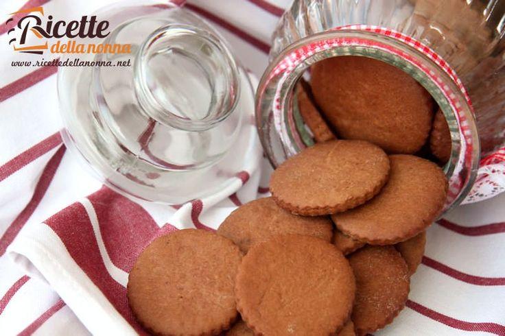 I biscotti alla Nutella sono facilissimi da fare e veloci a finire! Con soli tre ingredienti (la Nutella è già ricca dolce e buonissima di suo) questi biscotti sono ottimi per colazione merenda spuntinoinsomma per ogni occasione.