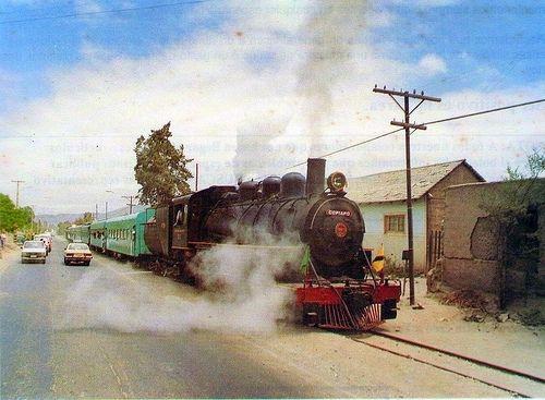 Tren excursionista Copiapó-Paipote subiendo por Avenida Los Carrera. 1980.
