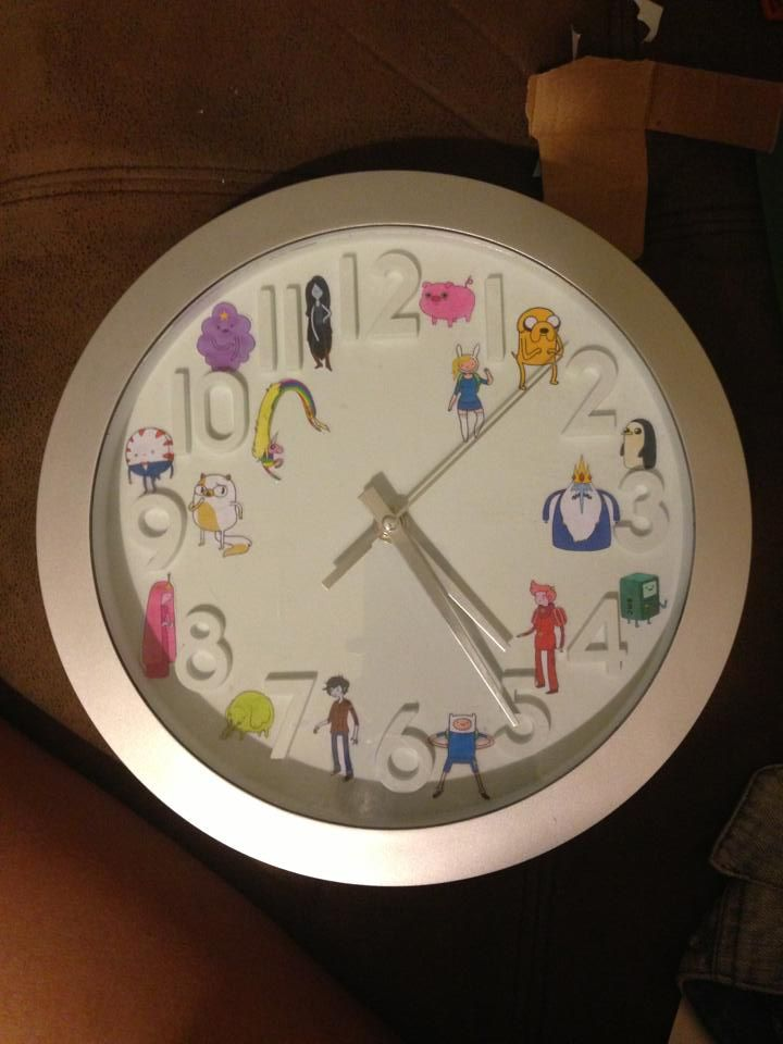 WHAT TIME IS IT? It would actually be pretty easy to make. Dollar store or IKEA clock plus some glue and a color printer, then BAM! Adventure Time clock.