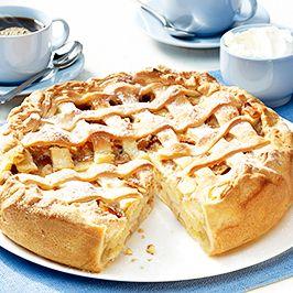 Jablečný koláč s vlašskými ořechy a zázvorovou šlehačkou