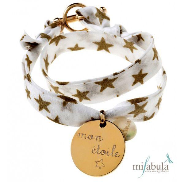 Las estrellas nos acompañan en el día y en la noche.... www.mifabula.com pulsera, personalizada, joyas, dibujos, emociones grabadas, regalos originales, navidad