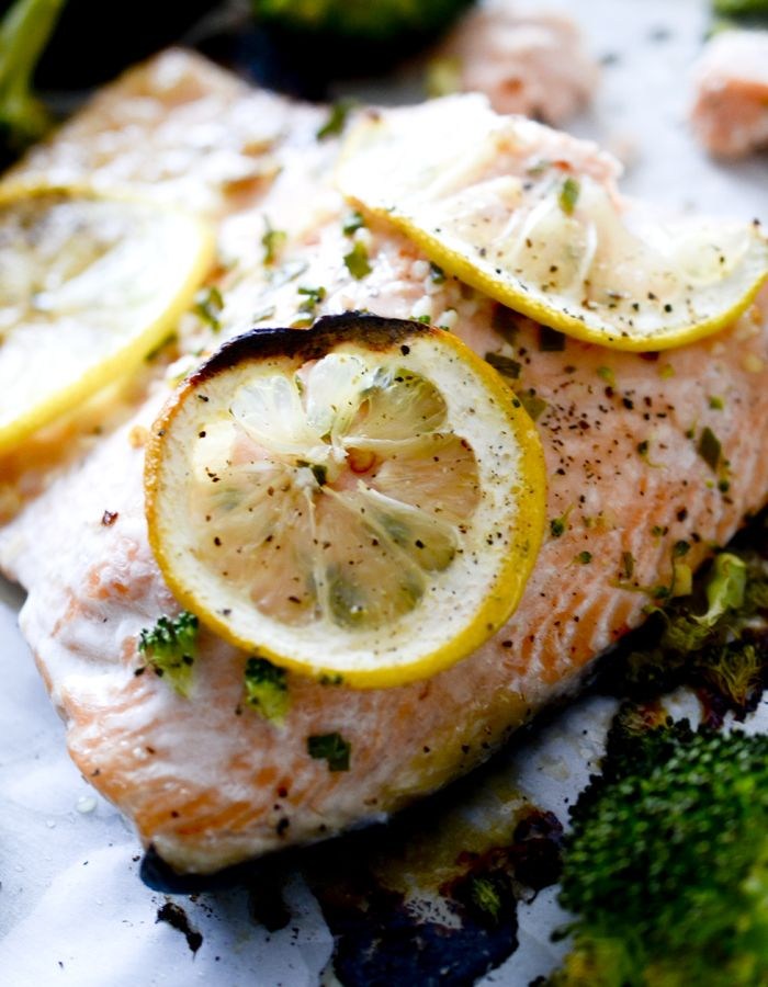 Weight Watchers SmartPoints=8: One Pan Garlic Butter Baked Salmon with Broccoli – Recipe Diaries