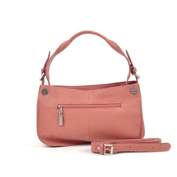 draag dit snoepje bij een poederkleur 60's jurk met strak lijfje en uitlopende rok, een paar oud roze pumps en een parelketting en armband.
