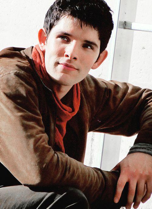 I love that he is smiling. It looks like he is in season 5, which has like zilch smiling by Merlin in it!