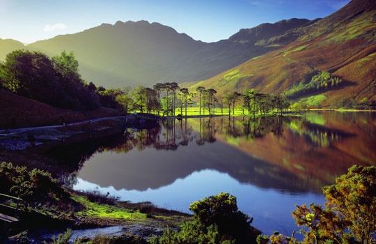 Cumbria in autumn, Lake District, England (© Olimpio Fantuz/SIME/4Corners Images)