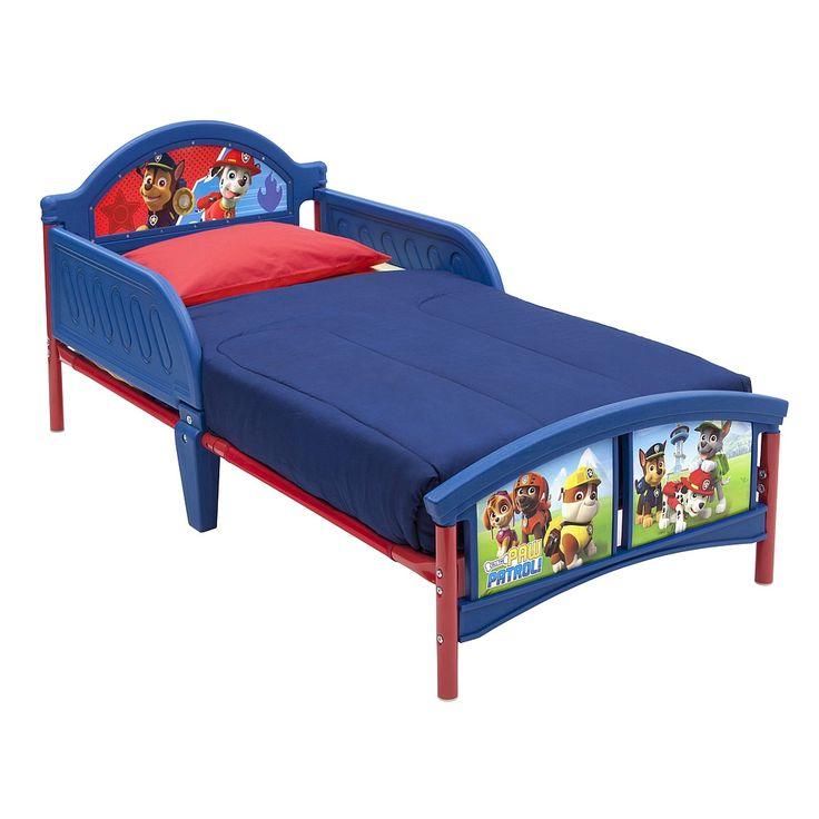 <strong>Patrulla Canina - Cama Junior Cabecero Plástico</strong>, una cama de plástico con estructura de metal, para colchón de 70 x 140 cm. Incluye somier (NO el colchón) y protecciones en los laterales de la mitad superior de la cama. Se monta fácilmente. Dimensiones de la cama montada: 145 x 76 x 67 cm (largo x ancho x alto), aproximadamente.