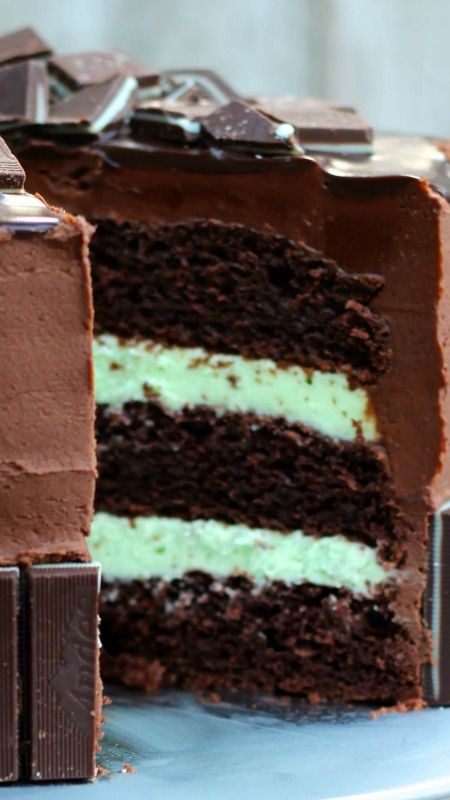 Andes Mint Cake  ~ topped with chocolate ganache and Andes Mints...  Looks like heaven and it's SO easy to decorate and make!