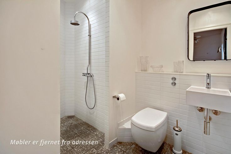 Listelli tiles / terrazzo tiles by AQUADOMO // Ejerlejlighed på Julius Thomsens Gade i København V - Badeværelse