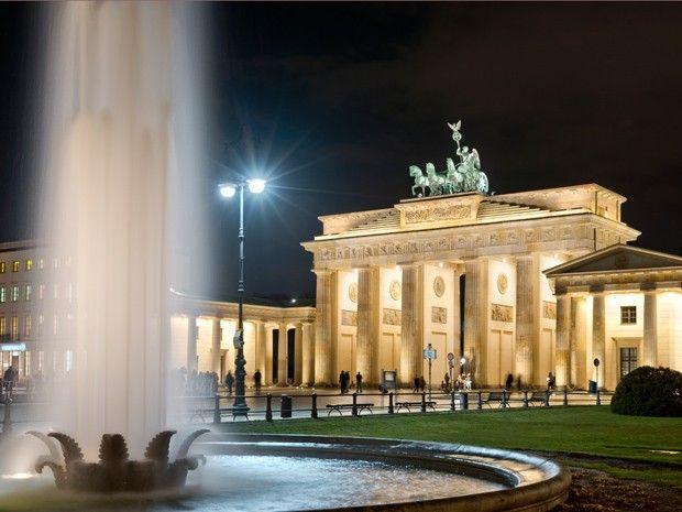 BERLIN, the Brandenburg Gate at Pariser Platz