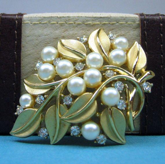 Trifari...leaves, pearls, stones, perfect mix!
