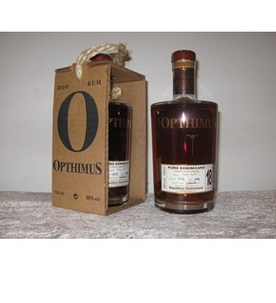 Opthimus Ron Dominicano 18 år