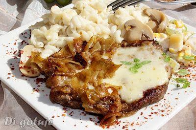 Di gotuje: Karkówka duszona z cebulą z serem korycińskim