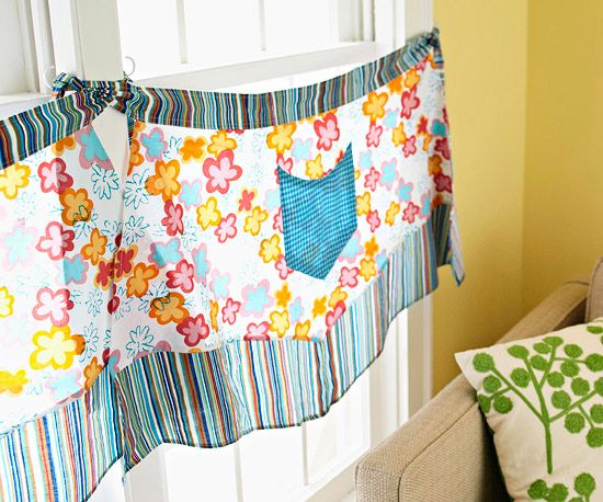 apron curtains as a new take on cafe curtains: Kitchens Window, Aprons Window, Aprons Ideas, Clever Window, Art Clever, Vintage Aprons, Cafe Curtains, Window Treatments Curtains, Aprons Curtains